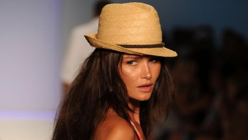 Сламената шапка е точният аксесоар, който ще скрие косата ви от вредните ултравиолетови лъчи