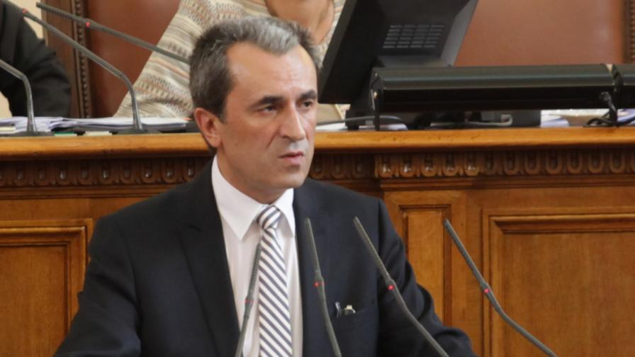 Орешарски: Проверяваме и длъжностни лица за оградата с Турция