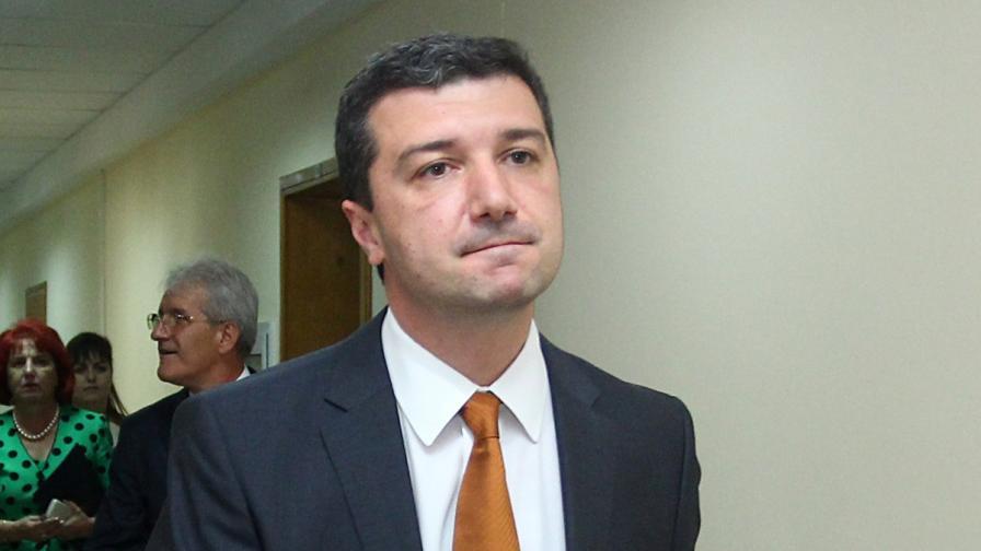 Министър Стойнев готов да отмени новата наредба за топлоснабдяване