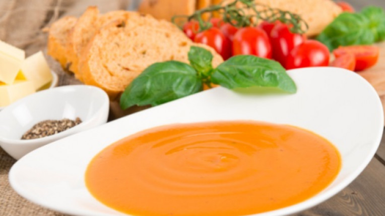 супа бульон пасиране печени чушки домати фурна фолио тава блендер