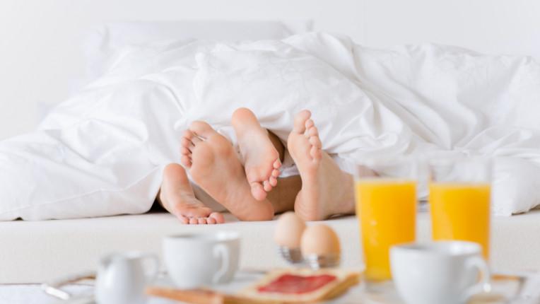 секс закуска в леглото