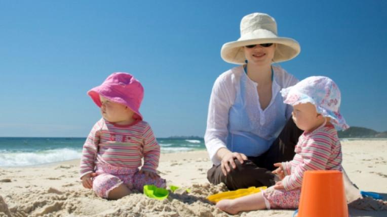 деца слънце плаж море лято лосион