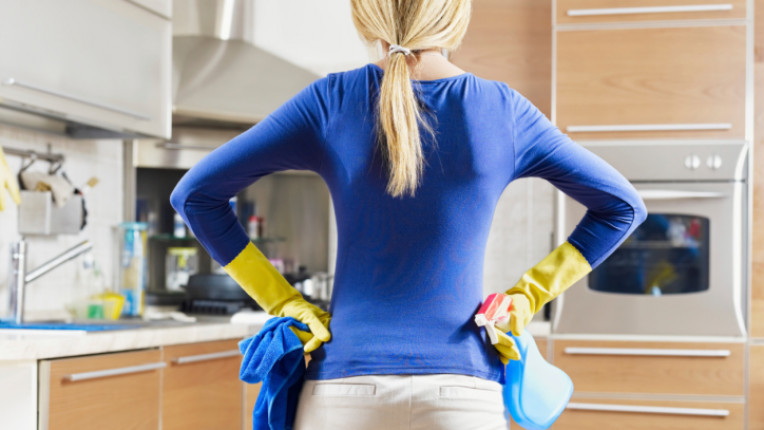 чистене почистване кухня препарати домакиня