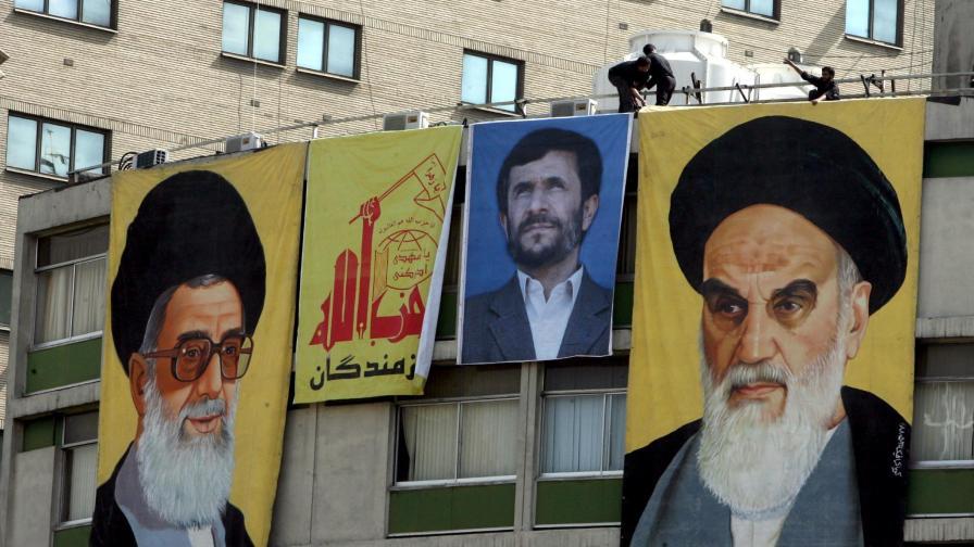Аятолах Али Хаменей отговори на Обама с унищожителна реч в най-голямата светиня в страната.