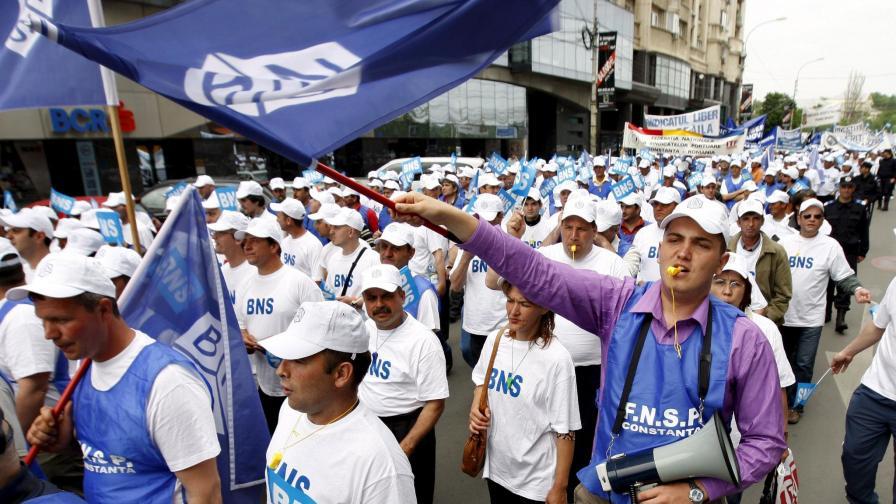 Работници от цялата страна протестираха в петък с искания за по-високи заплати