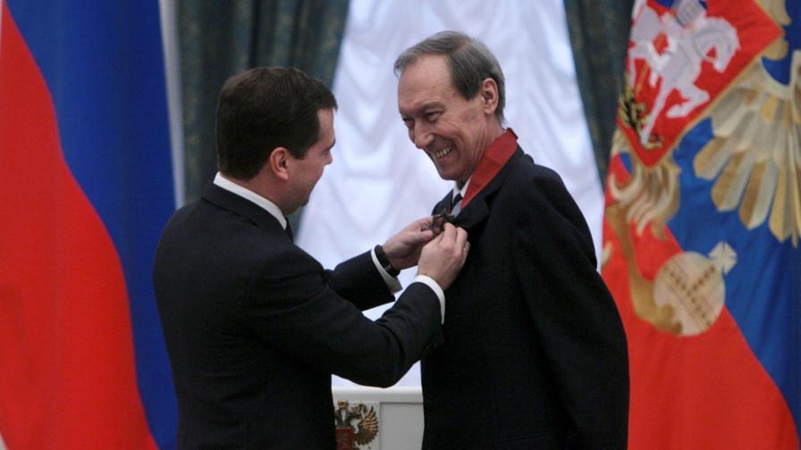 Малко преди смъртта си, когато вече бе остарял и измъчен от болестта, той бе удостоен с орден за заслуги към родината.