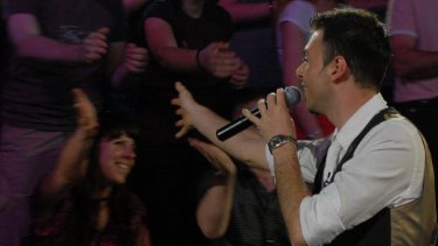 Димитър Атанасов стигна до Топ 6, но отпадна след MTV концерта