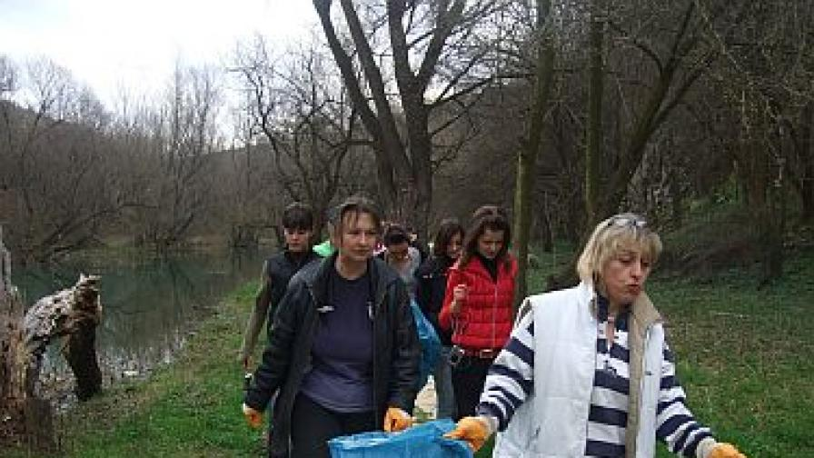 Доброволци и известни лица ще чистят природните ни паркове