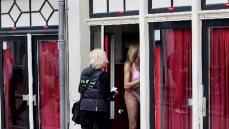 Кризата в квартала на червените фенери в Амстердам