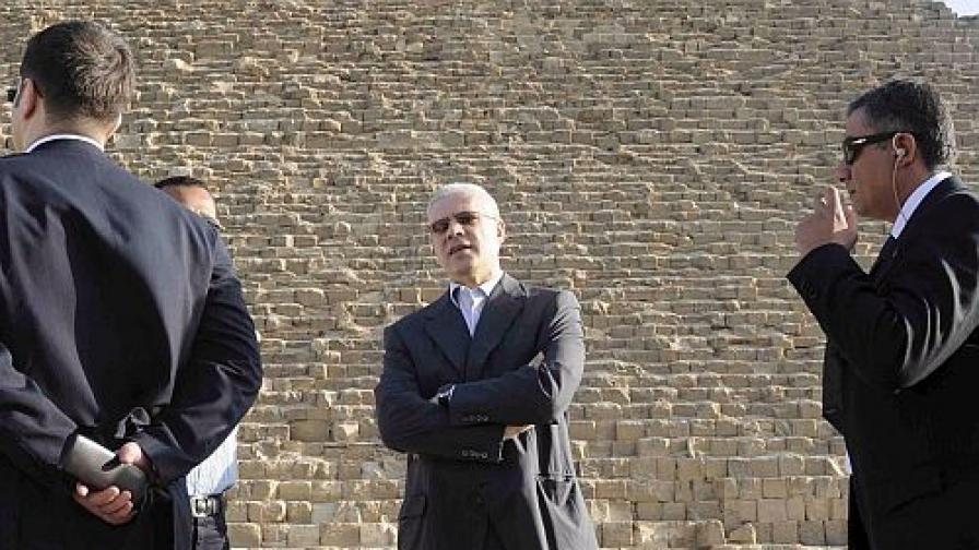 Сръбският президент Борис Тадич на посещение на пирамидите в Египет.