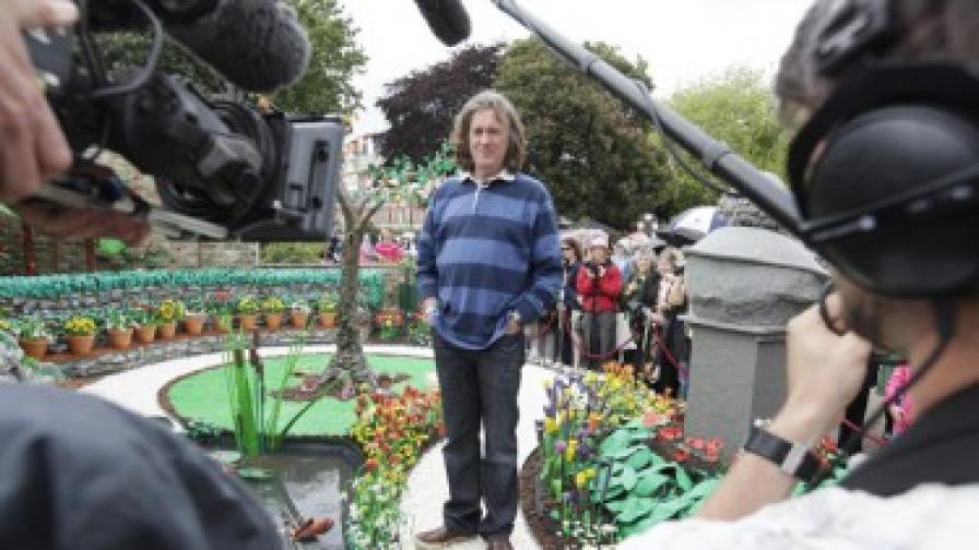 Джеймс Мей в градината от пластилин на цветното изложение в Челси