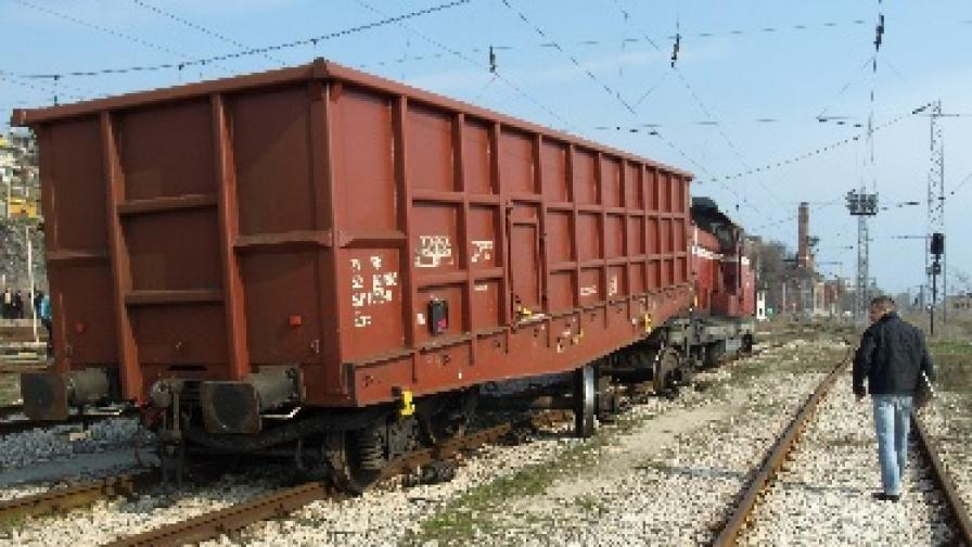 """Транспортният министър каза днес, че БДЖ и """"Железопътна инфраструктура"""" са доведени до фалит заради разхищения"""