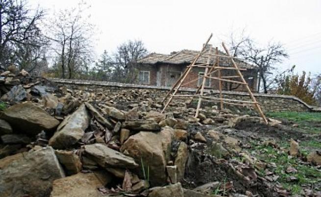Пак разрушиха паметника в Славяново