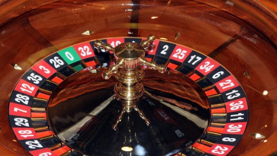 50 баби в затвора - играли покер