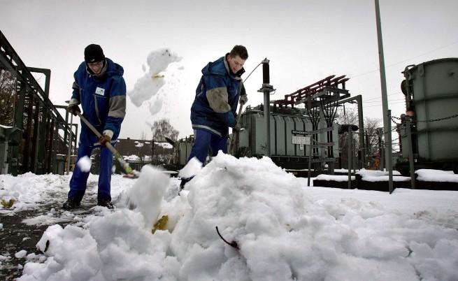 Как се рине сняг с лопата