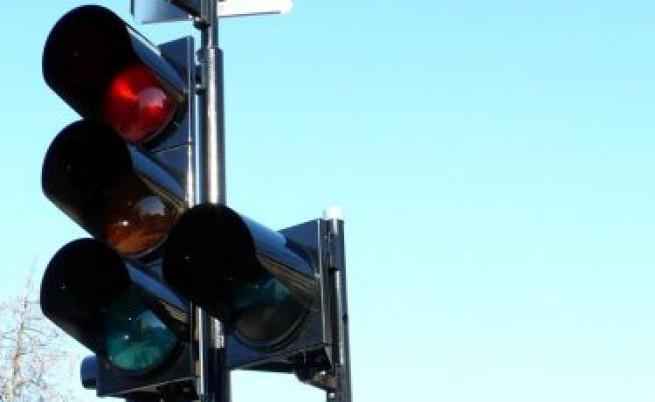 Опасен светофар на важно кръстовище в София