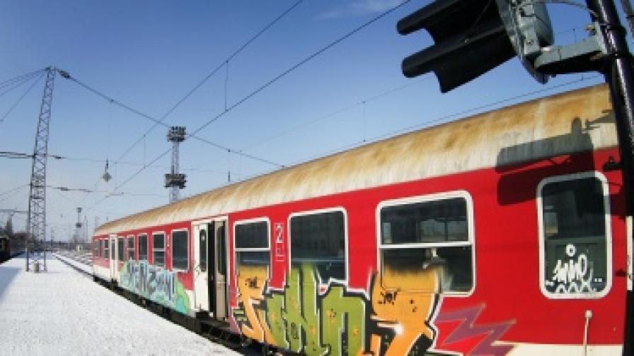 Обещаха заплати на железничарите