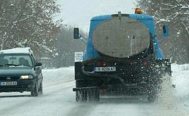 Пътищата в Източна България остават затворени