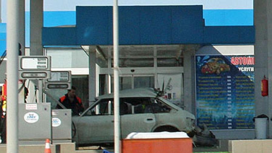 Момче загина при взрив на метанова уредба в автомобил