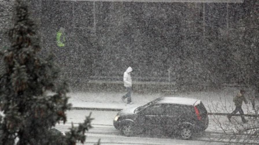 Снегът затвори прохода Владая