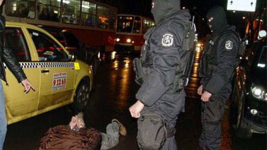 Задържани са четирима, повечето са криминално проявени