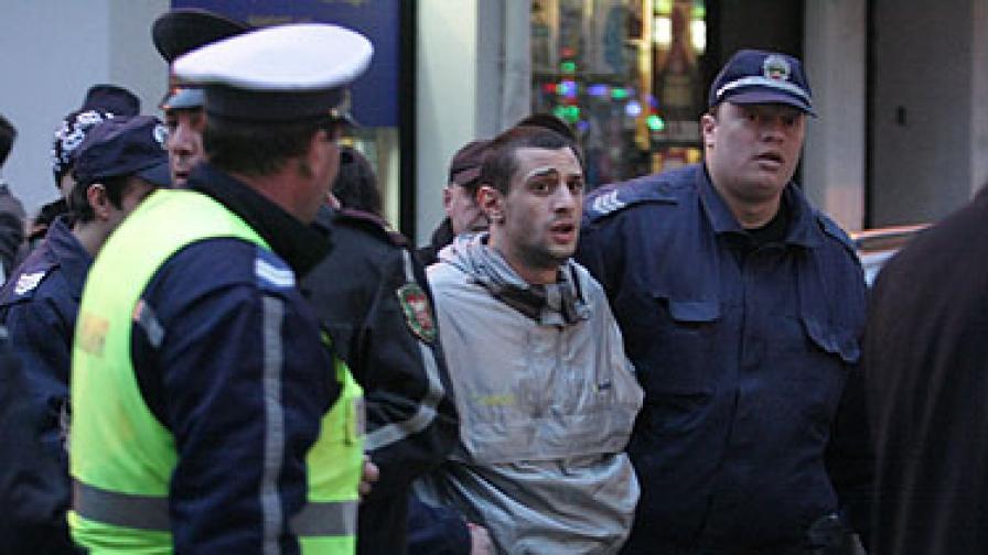 Нарушителят бе задържан малко след инцидента