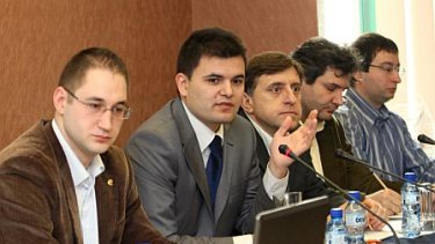 И български експерти предупреждават за гръцки сценарий