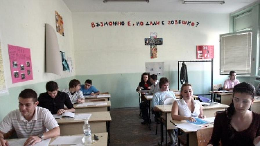 37 вуза ще приемат с оценките от матурите