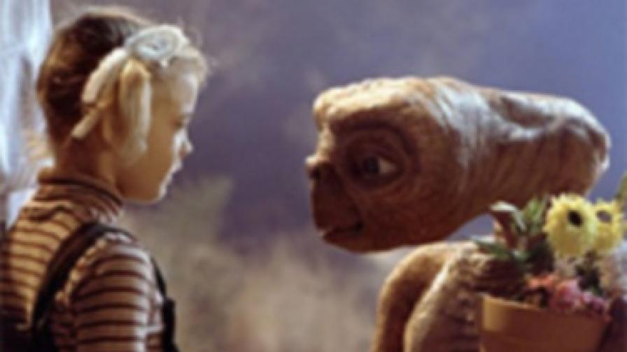 Малката Дрю Баримор с извънземното Ити във фирма от 1982 г.