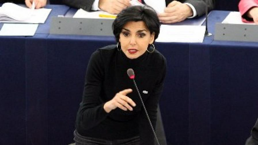 Рашида Дати по време на сесия на Европарламента