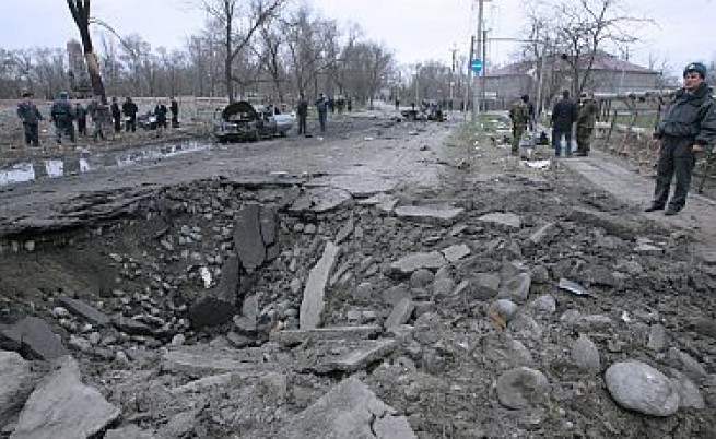 Две експлозии събориха влак в Дагестан