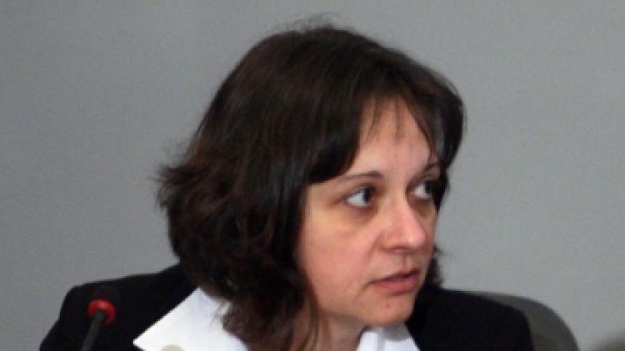 Един час спор в НС за оставката на Жени Начева