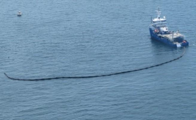 Нефтеният разлив достигна бреговете на САЩ