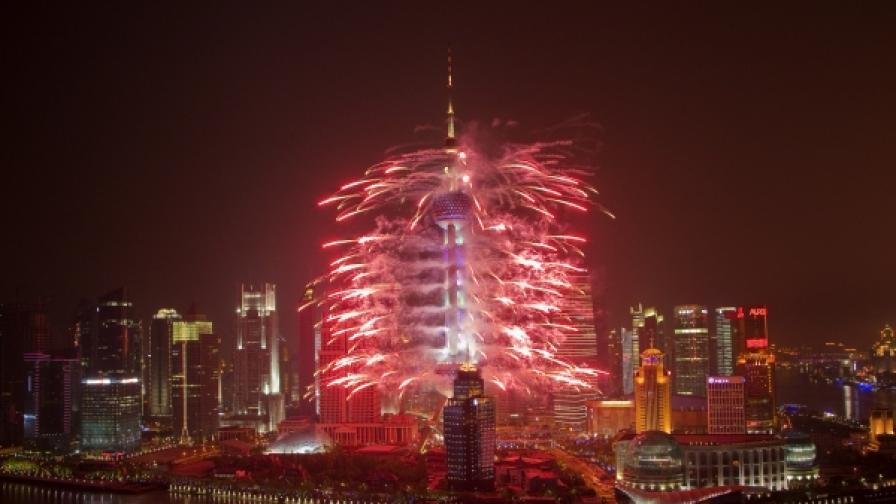 Фойерверки при откриването на ЕКСПО 2010 в Шанхай