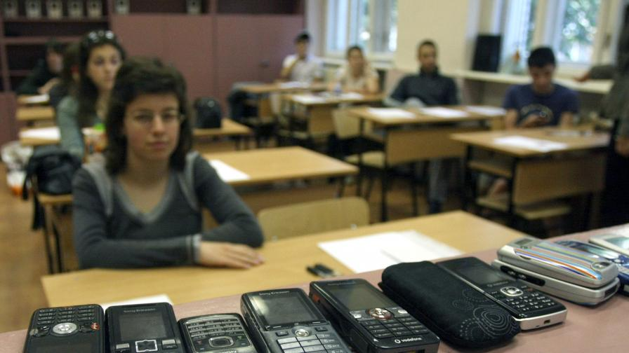 Кунева:Двойките по български са, защото опазихме матурите