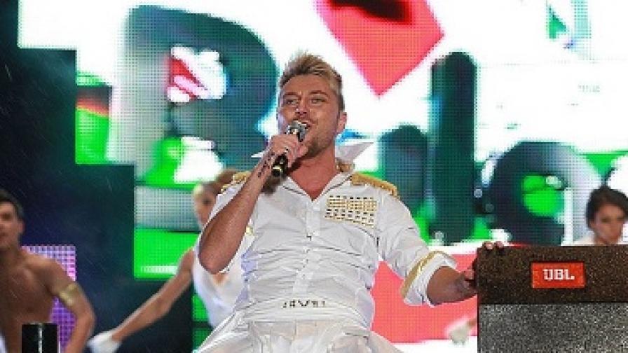 """Миро изпя новата версия на """"Ангел си ти"""" на Балканските музикални награди снощи"""