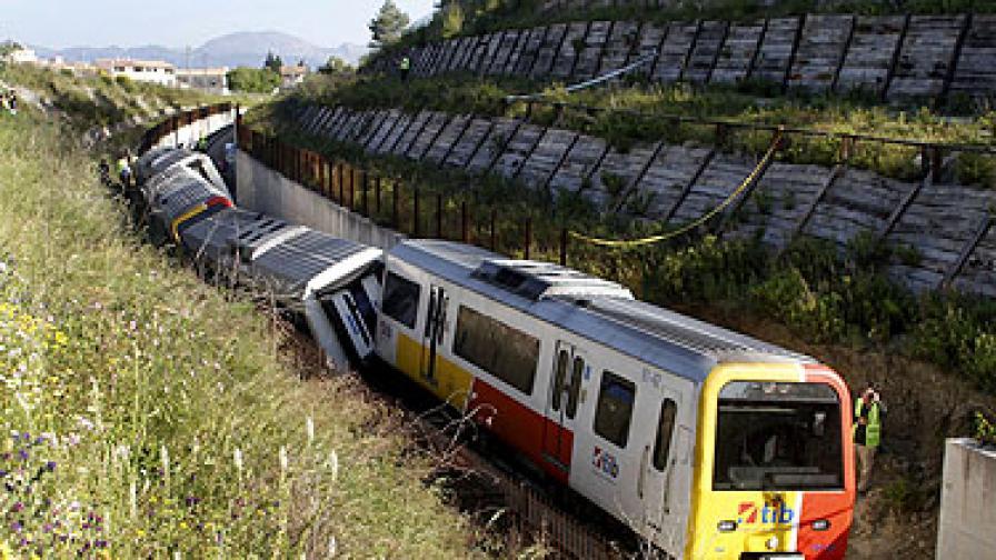 Влак дерайлира на о. Майорка, 30 ранени