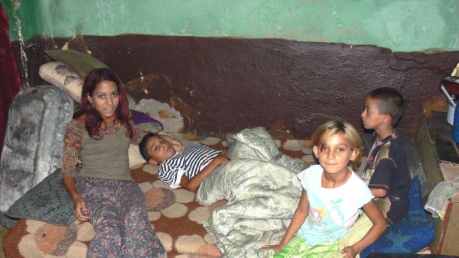 Български роми карат синовете си да проституират