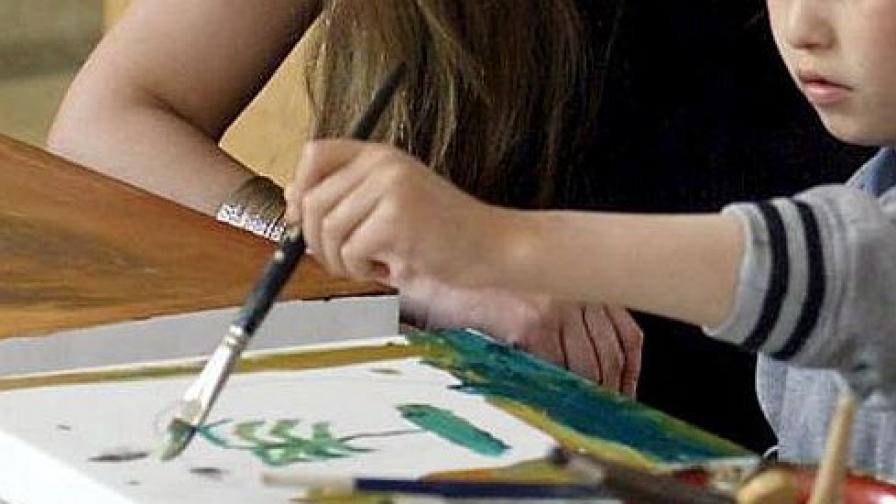 Дете, рисуващо бомби, в списък с потенциални терористи