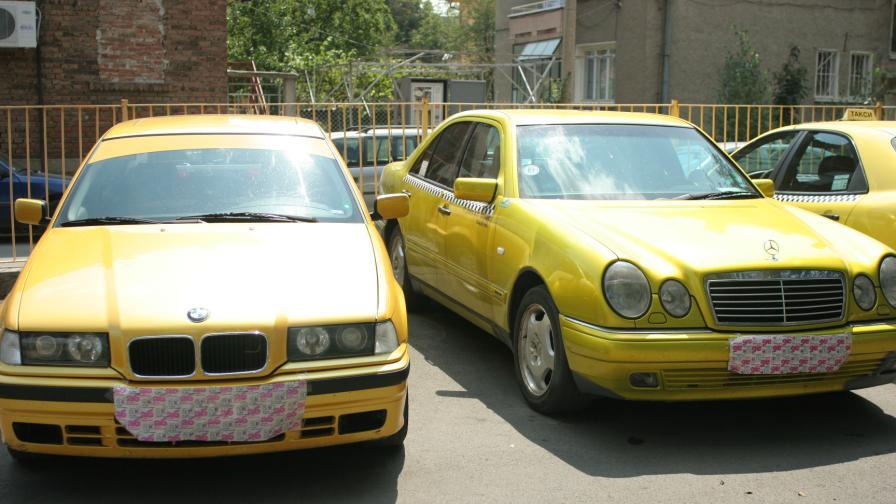Нелегални таксиметрови шофьори бягат от проверка