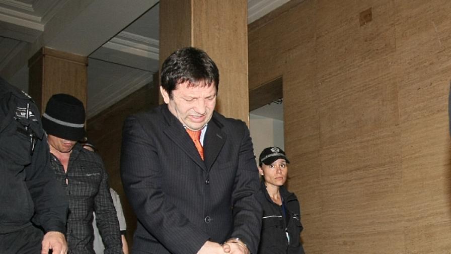 Красимир Маринов влиза в съда преди плеодарията на прокурора