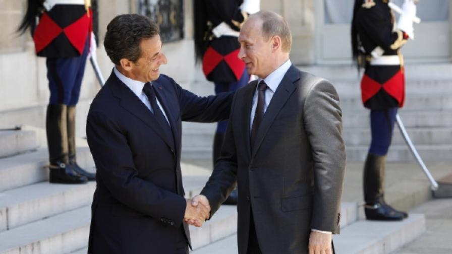 Френският президент Саркози и Вл. Путин Саркози и Путин разговаряха в края на работното посещение на руския премиер във Франция