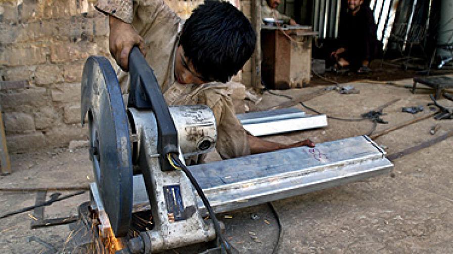 115 млн. деца по света се занимават с опасен труд