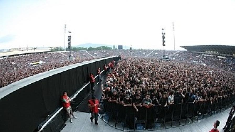 """Над 50 000 души имаше на концерта на """"Ей Си/Ди си"""" в София"""