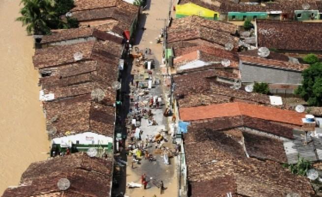 Една жертва и изчезнал при наводнения в Румъния