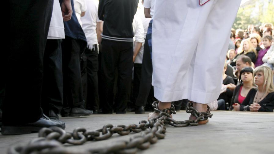 Затвор за разгулен свещеник, познат като отец Плейбой