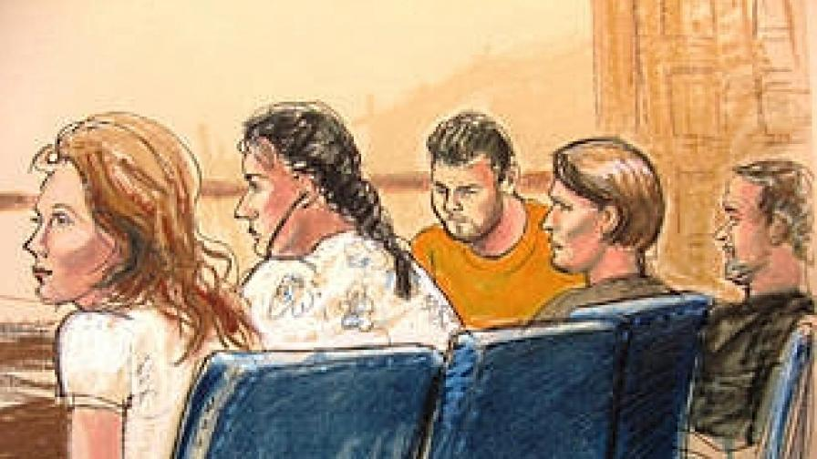 Рисунка от съдебната зала: част от заподозрените