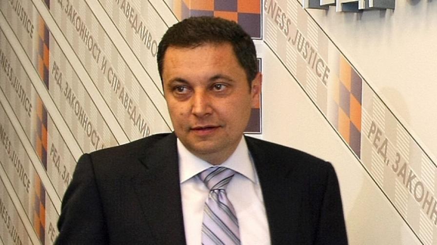 Яне Янев пак изгонен от пленарната зала