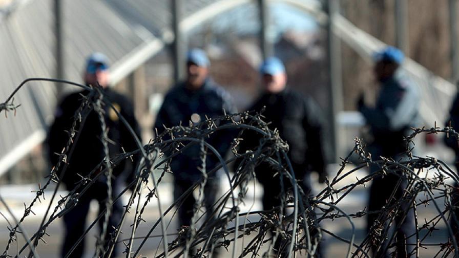 Бомба рани 12 на мирен протест в Косовска Митровица