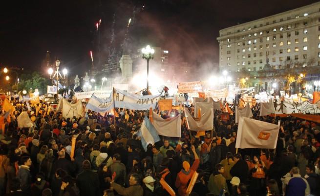 Аржентина разреши гей браковете въпреки обществените протести